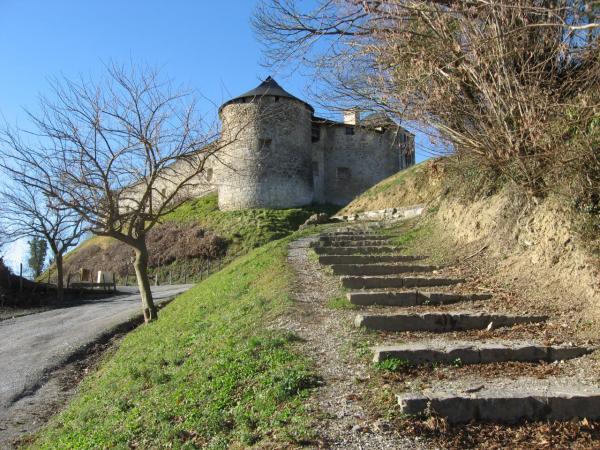 Architecture Pays Basque entrée château fort Mauléon_Soule