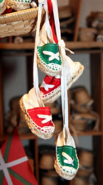 Artisanat Pays Basque  petites espadrille_Soule